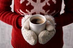 Café do inverno com um bastão de doces fotografia de stock