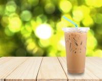 Café do leite de gelo com bokeh imagens de stock