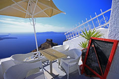 Café do penhasco-lado de Santorini fotografia de stock royalty free