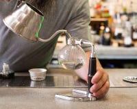 Café do sifão na fatura imagem de stock royalty free