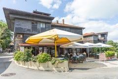 Café do verão em Nessebar velho, Bulgária Fotos de Stock