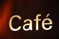Café dos quadros de avisos na noite Fotos de Stock