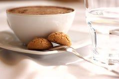 Café e água mineral imagens de stock royalty free