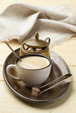 Café e açúcar da manhã em uma bandeja do metal Fotografia de Stock