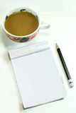 Café e bloco de notas Fotografia de Stock