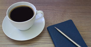 Café e bloco de notas Fotos de Stock