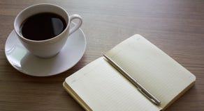 Café e bloco de notas Fotografia de Stock Royalty Free