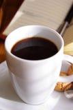 Café e caderno Fotografia de Stock