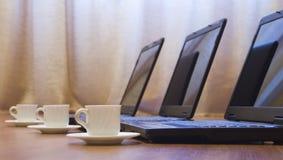 Café e computadores Foto de Stock Royalty Free