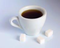 Café e cubos do açúcar Fotografia de Stock Royalty Free
