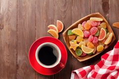 Café e doce de fruta imagens de stock royalty free