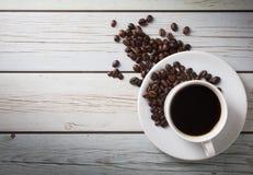 Café e feijão no vintage de madeira Fotografia de Stock Royalty Free