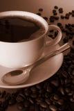 Café e feijões de café traseiros fotografia de stock royalty free