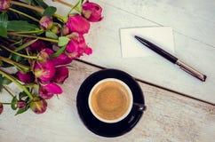 Café e flores Imagens de Stock