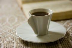 Café e livro Fotografia de Stock