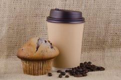 Café e muffin de blueberry fotos de stock