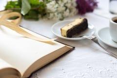 Café e pedaço de bolo Foto de Stock Royalty Free