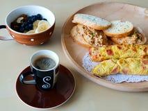 Café e pequeno almoço fotografia de stock royalty free
