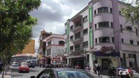 Café e restaurantes na rua do EL Prado em La Paz video estoque