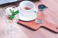 Café e um gelado Fotografia de Stock Royalty Free