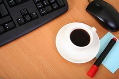 Café en el ordenador imagen de archivo libre de regalías