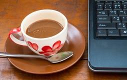 Café en el vector de madera Imagen de archivo
