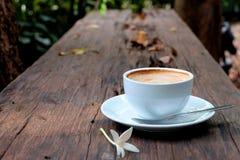 Café en el vector de madera Foto de archivo libre de regalías