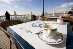 Café en el vector en un café al aire libre. Fotografía de archivo libre de regalías