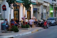 café en la ciudad de Agios Nikolaos Foto de archivo libre de regalías