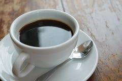 Café en la tabla Imágenes de archivo libres de regalías