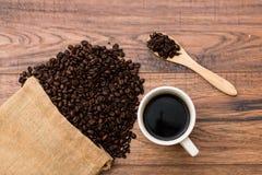 Café en la tabla Imagen de archivo libre de regalías