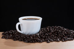 Café en la taza blanca Imagen de archivo libre de regalías