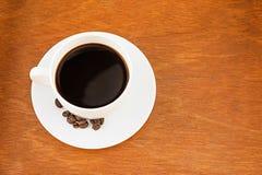 Café en la taza blanca Fotos de archivo libres de regalías