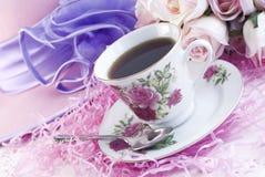 Café en la taza de China de la impresión de Rose imagen de archivo libre de regalías