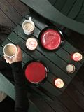 Café en matin images stock