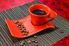 Café en taza roja Fotos de archivo