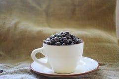 Café en una taza Imágenes de archivo libres de regalías