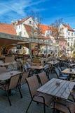 Café estival dans la vieille ville photos stock