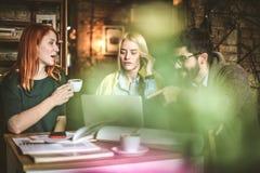 Café et éducation Amis au café Image libre de droits