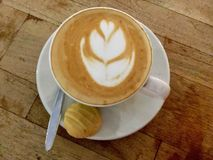 Café et biscuit Vue supérieure cappuccino l'Inde photos stock