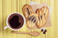 Café et biscuits avec un pavot Photo stock