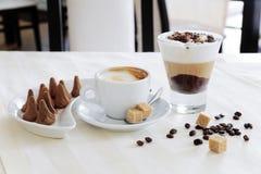 Café et bonbons Photographie stock libre de droits
