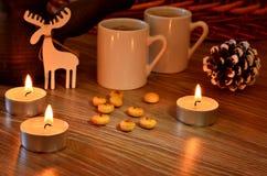 Café et bougies sur Noël Image stock