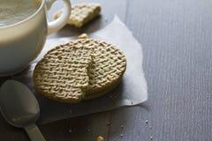 Café et casse-croûte pendant la pause-café photographie stock
