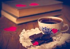 Café et chocolat, à l'arrière-plan du coeur Images libres de droits