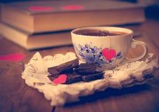 Café et chocolat, à l'arrière-plan du coeur Photo stock