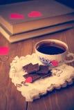 Café et chocolat, à l'arrière-plan du coeur Photographie stock libre de droits