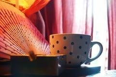 Café et cigarettes image stock