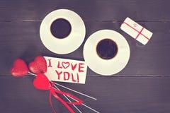 café et coeurs, carte la Saint-Valentin, cadeau, fleurs Image libre de droits