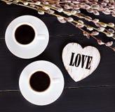 café et coeurs, carte la Saint-Valentin, cadeau, fleurs Photos libres de droits